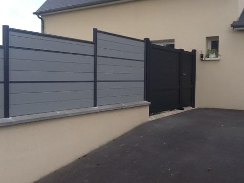 Portail Alu et clôture sur muret Alu avec remplissage en lames composite