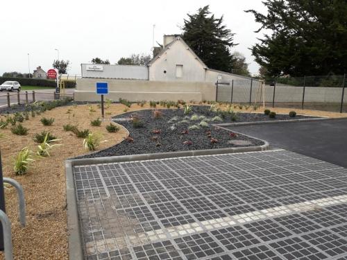 Plantations pour un parking de supermarché